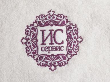 Вышитый логотип на махровом халате