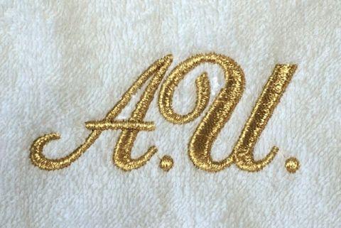 Подарок - махровое полотенце с вышивкой инициалов